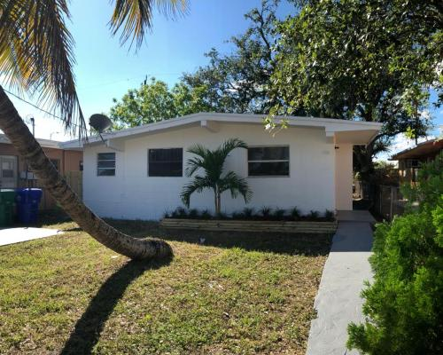 6750 NW 6th Court Photo 1