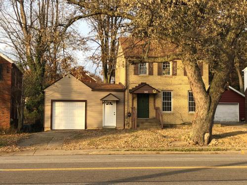 303 Robinson Avenue Photo 1
