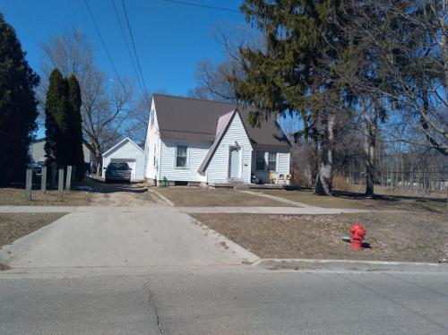 806 Douglas Street Photo 1