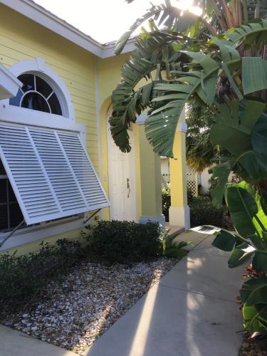 SW Saint Lucie Crescent Photo 1