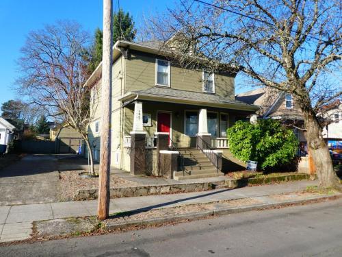 3807 NE 13th Avenue Photo 1