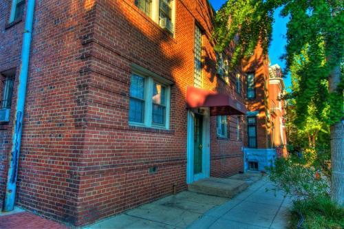 1833 Swann Street NW Photo 1