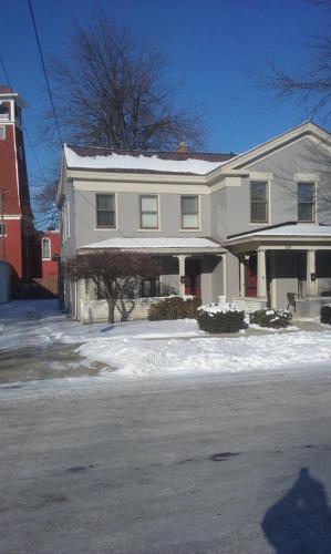 121 Union Street #TOWNHOUSE Photo 1
