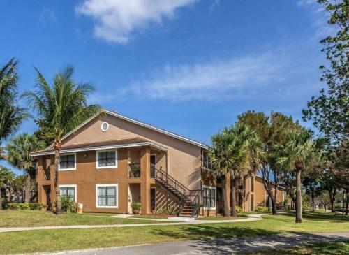 10565 SW 156th Place Photo 1