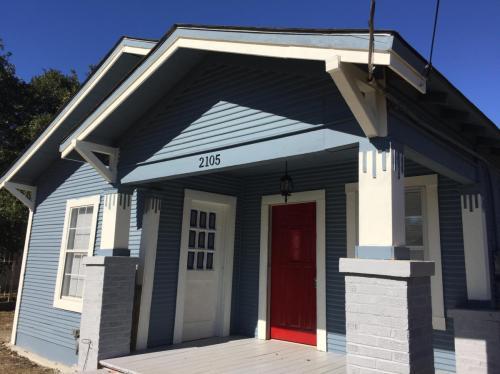 2105 W Salinas Street Photo 1