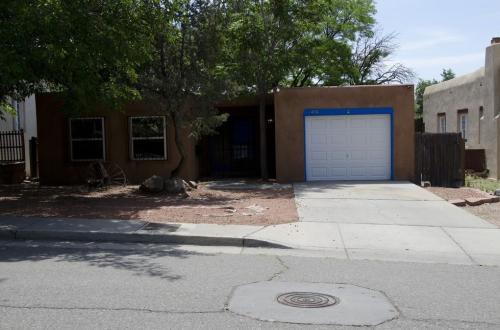 456 Maple Street NE Photo 1