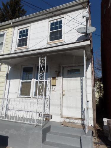 203 Green Street Photo 1