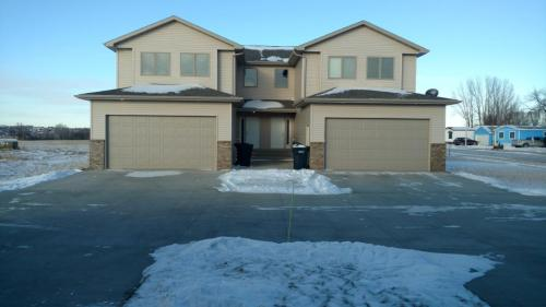 720 Hillcrest Drive SE #TOWNHOME Photo 1