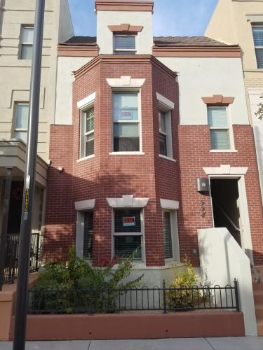 554 W 6th Street #TOWNHOUSE Photo 1