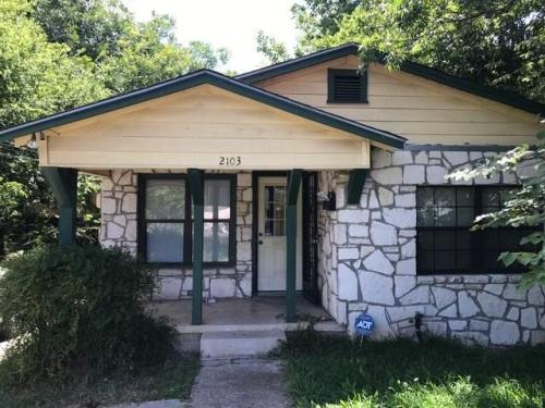 2103 Chestnut Avenue Photo 1