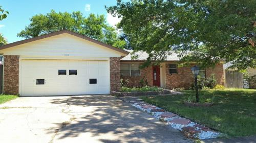 1109 N Hickory Place Photo 1