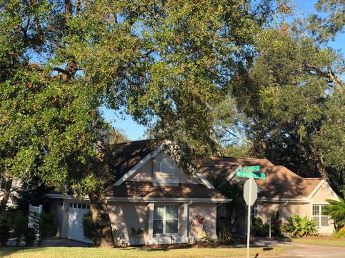 2098 Sawgrass Drive Photo 1