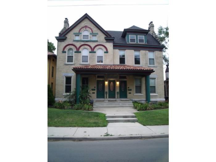 390 1/2 Linwood Avenue Photo 1
