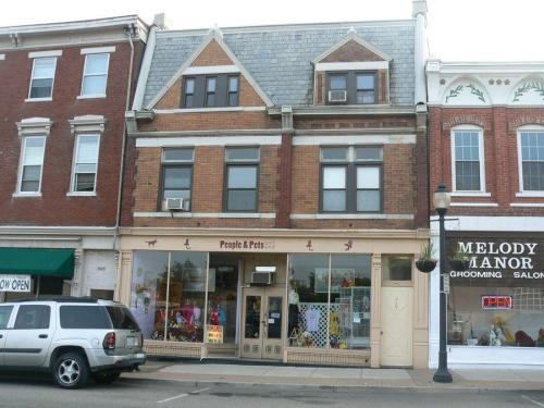 927 Monmouth Street Photo 1