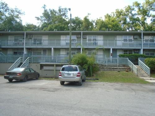 920 SW Depot Avenue Photo 1