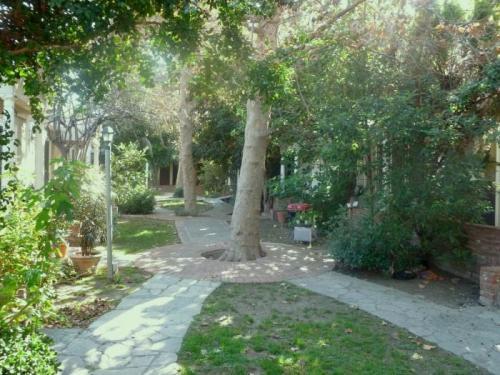 580 N Kingsley Drive 580 Photo 1