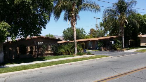 560 E Oakland Avenue Photo 1
