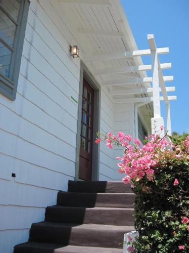 1758 Grand Avenue Photo 1