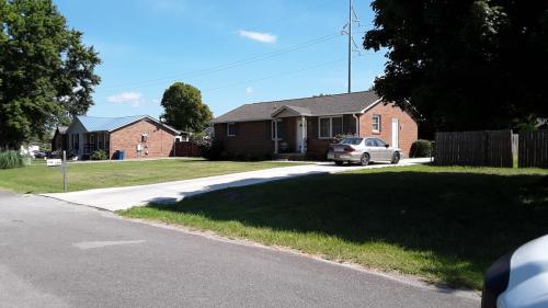 204 Luckett Place Photo 1