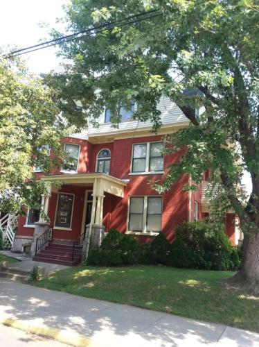 533 W Chestnut Street Photo 1