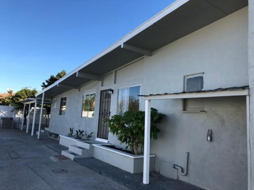 4101 Lennox Boulevard Photo 1