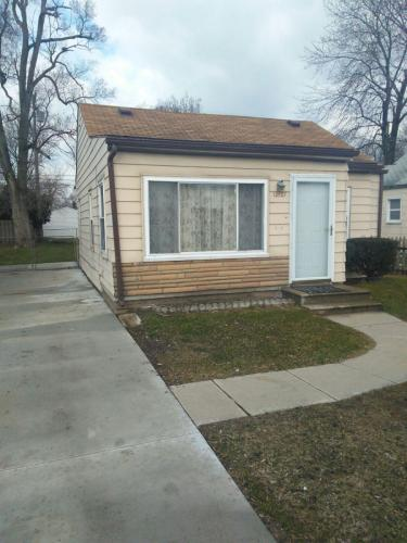 12127 Inkster Road Photo 1
