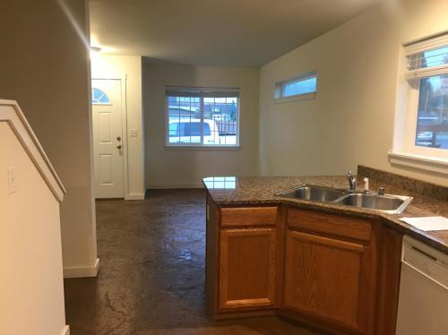 619 S Alder Street Photo 1
