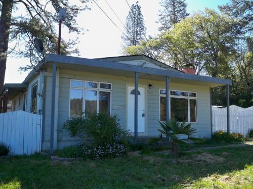 1185 Magnolia Street Photo 1