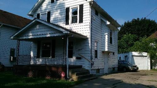 1245 Laird Avenue NE Photo 1