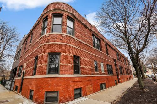 1946 W Bradley Place #2W Photo 1