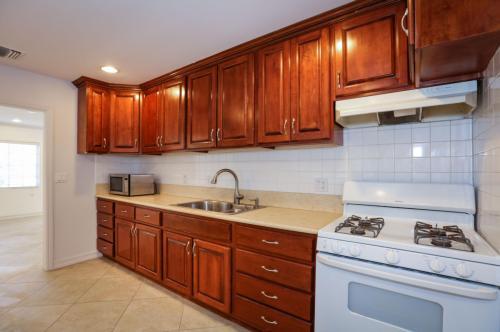 5130 Templeton Street Photo 1