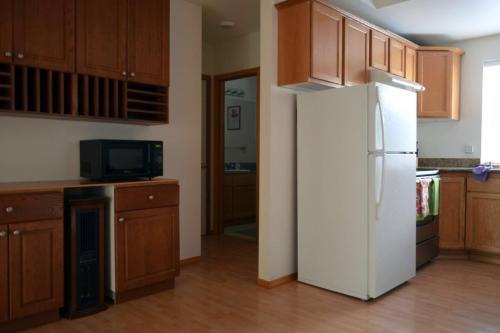 2622 NE 130th St Room For Rent Photo 1