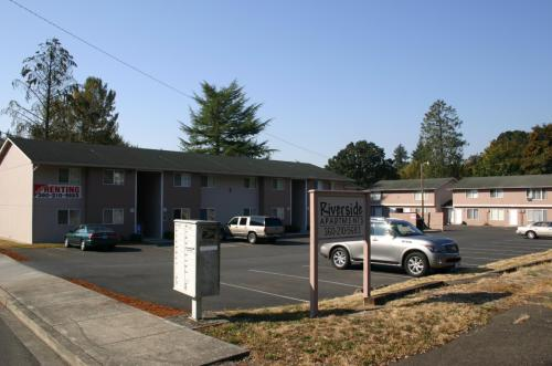 225 NE Sumner Street Photo 1