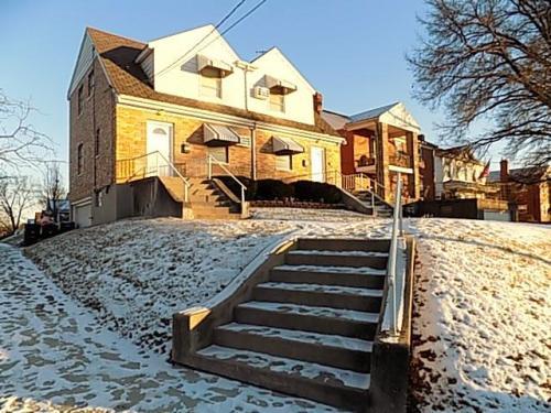 590 Rosemont Avenue Photo 1