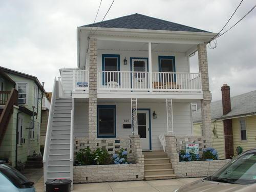 820 St James Place Photo 1