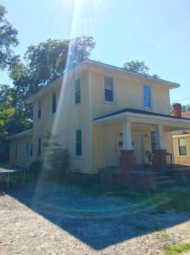 303 Paris Avenue #B Photo 1