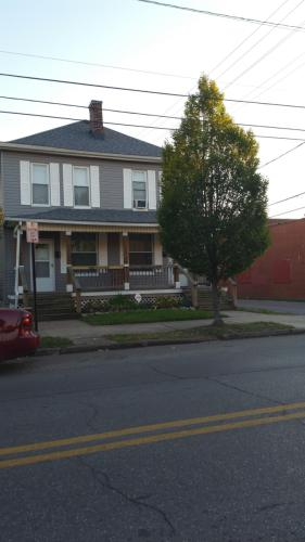543 E Whittier Street Photo 1
