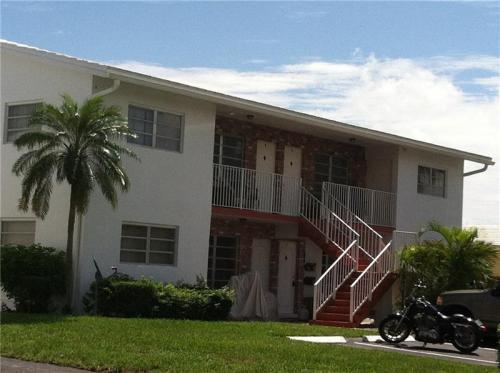 1080 NE 23rd Terrace Photo 1