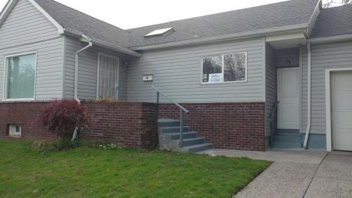 6611 NE Bellevue Avenue Photo 1