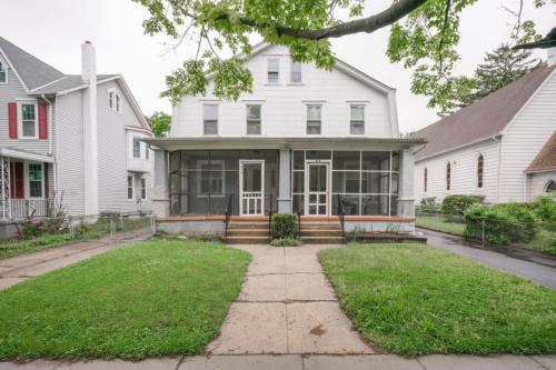 614 Parry Avenue Photo 1