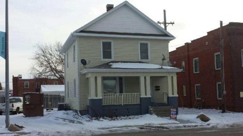 211 S Walnut Street Photo 1