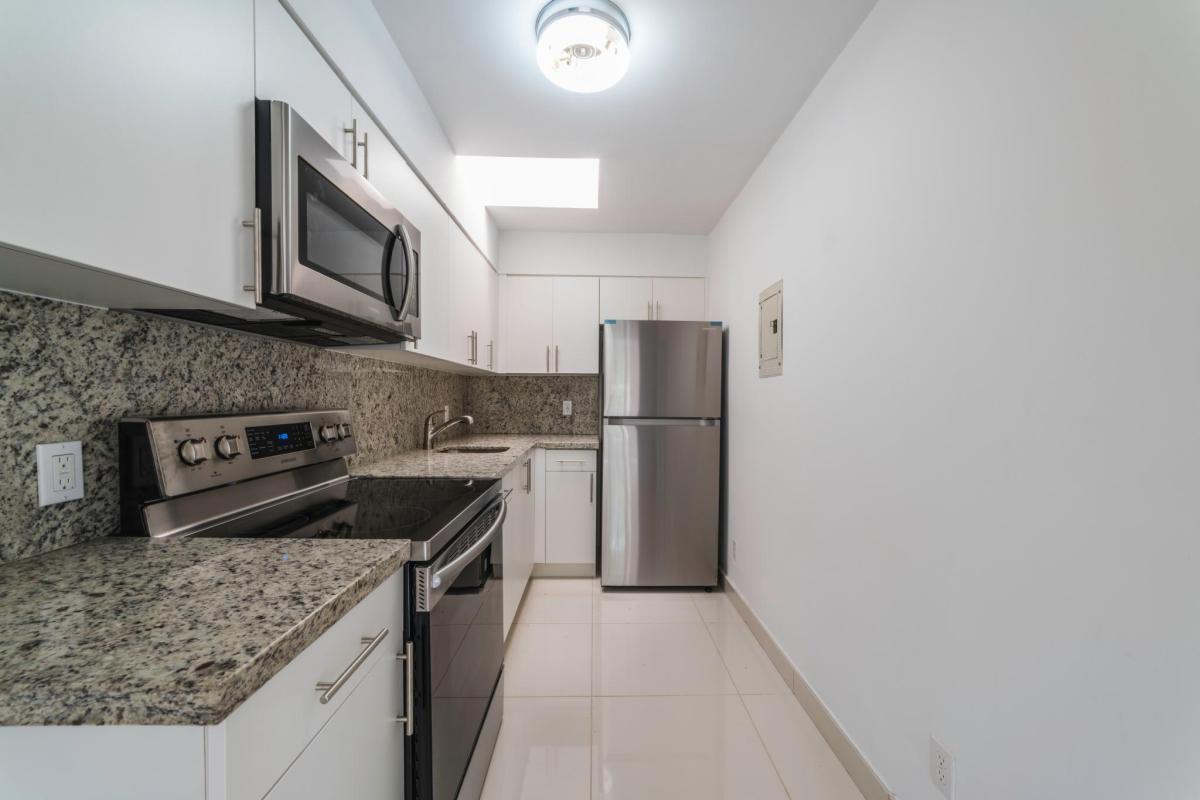 Pleasant 2377 Sw 24Th Terrace Apt Rear Cottage Miami Fl 33145 Hotpads Download Free Architecture Designs Scobabritishbridgeorg