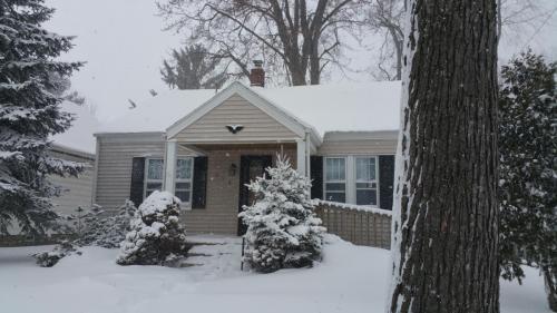 929 E Irvington Avenue Photo 1