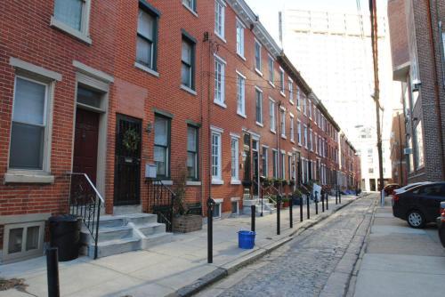 1825 Carlton Street Photo 1