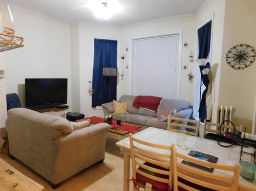 477 W Deming Place Photo 1
