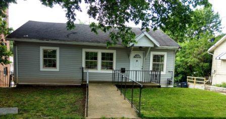 4205 Dix Street NE Photo 1