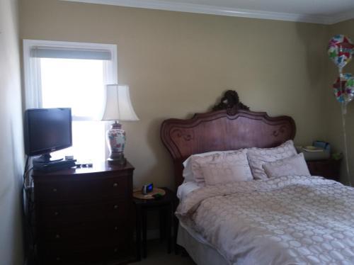 1444 Roxbury Drive Photo 1