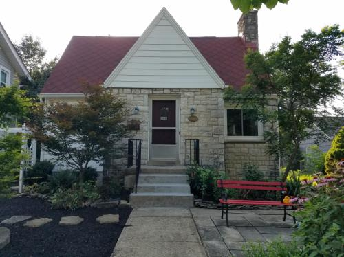 802 Montrose Avenue Photo 1