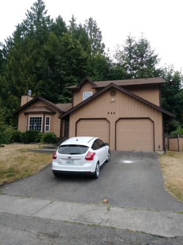 960 NE Marwood Drive Photo 1