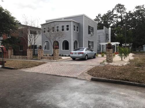1326 17th Terrace N Photo 1